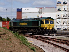 Coatbridge Freightliner arriving at Fagbury Road Terminal 1358 25 5 2013 (5) (pnb511) Tags: uk suffolk trains shipping freight containers freightliner class66 intermodal felixstowedockandrailwaycompany railmountedgantrys