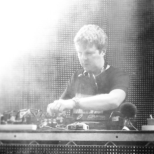 "#digweed in his element • <a style=""font-size:0.8em;"" href=""http://www.flickr.com/photos/35408999@N00/8985642484/"" target=""_blank"">View on Flickr</a>"