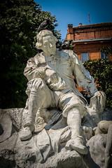 Goudouli & friends (xwattez) Tags: france fountain statue pigeons toulouse fontaine 2013 goudouli pote