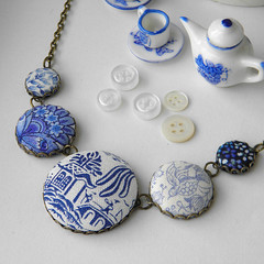 Blue and White China Necklace (Wychbury Designs) Tags: china blue white design necklace handmade craft jewellery fabric button etsy blueandwhite folksy willowpattern