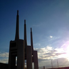'La Sagrada Familia' (Kam-Fung) Tags: barcelona sagradafamilia sacredfamily santadria streetsart
