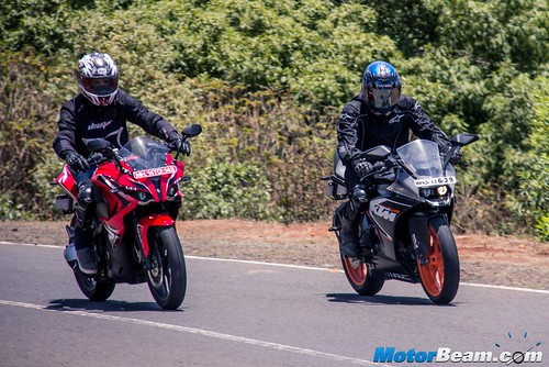 Pulsar-RS-200-vs-KTM-RC-200-04