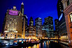 Chicago (31 of 269).jpg (ingbalfaro) Tags: chicago michiganave usa trump skyscrapper goldenhour street