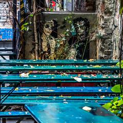 DES TABLES ET DES TAGS (zventure,) Tags: zventure berlin pochoir tags bleu carre mitte cours ambiance novembre automne unautomneaberlin