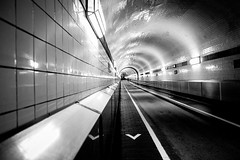 Geradeaus (KPictures Fotografie) Tags: germany hamburg elbtunnel architecture architektur blackwhite indoor tunnel fujixe2 fujinon1855 europe city travel