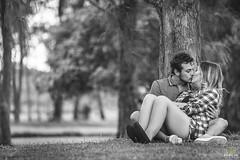 OF-precasamento-BarbaraRenan-158 (Objetivo Fotografia) Tags: précasamento prewedding wedding casamento bárbaramacedo renan amor love bride flower flor amizade cumplicidade friends boyfriend girlfriend namorado namorada noivo noiva noivos areia mar praia pedras sorrisos verde planta folhas galhos água vestido camisa paisagem piquenique cachorro família grama