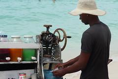 Raspao en Playa Blanca de Cartagena (sergiochilango) Tags: baru cartagena colombia playablanca gente playa