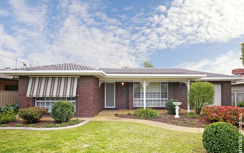 10 Nicholi Crescent, Lake Albert NSW 2650