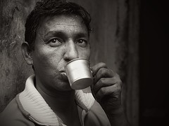 Kolkata - Thirsty man b/w (sharko333) Tags: travel voyage reise street india indien westbengalen kalkutta kolkata  asia asie asien people portrait man cup olympus em1 bw