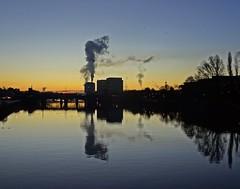 Smoke Stack (Bricheno) Tags: sunrise glasgow river clyde riverclyde reflections bridge bricheno scotland escocia schottland cosse scozia esccia szkocja scoia