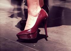 RITA (Brin d'Amour) Tags: rita tkid170 vernissage exposition artstudiok paris 75011 chaussures talons brindamour