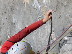 Tra una presa buona e l'altra , un p di Slab . (orso capo / www.georock.info) Tags: sardegna arrampicata nuxis