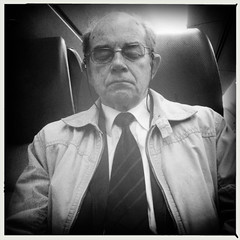 magdat? (Pim Geerts) Tags: old sleeping people bw man travelling train nap zwartwit ns arnhem nederlands oude ip spoorwegen iphone mensen gelderland forens slapende commutor straatplaat hipstamatic