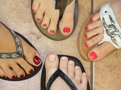 (Tellerite) Tags: feet toes sandals flipflops barefeet pedicure beautifulfeet prettytoes sexytoes toenailpolish sweetfeet prettyfeet sexyfeet girlsfeet femalefeet redtoenailpolish teenfeet femaletoes candidfeet beautifultoes baretoes girlstoes sweettoes girlsbarefeet teentoes girlsbarefoot youngfemalefeet candidtoes youngfemaletoes