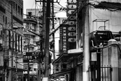 Shanghai Infrastructure (WorldPixels) Tags: china city bw white black town mess shanghai streetlife cables wires infrastructure electricity loose telecom chaotic telecomunication draadjes gaos