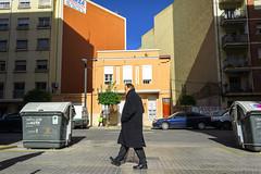 Un día luminoso (J. Garcia2011) Tags: street people color gente streetphotography urbana urbano 16mm callejera nex5