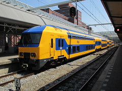NS 7528 station Amersfoort (Arthur-A) Tags: netherlands train ns nederland emu trein amersfoort comboios zuch