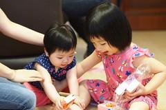 Fighting... (anthonyleungkc) Tags: baby girl children hongkong child hannah olympus fighting f18 45mm phyllis omd lightroom m43 mft mzd em5 microfourthirds mzuikodigital