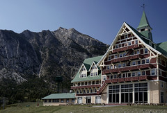 Prince of Wales hotel (Reemus22) Tags: canada mountains water zeiss landscape nationalpark sony alberta handheld waterton csc ilce mirrorless a6000 alpha6000