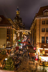 Happy hour on the christmas market - Glckliche Stunde auf dem Weihnachtsmarkt (ralfkai41) Tags: nacht market nightshot solomnized solomnly dresden besinnlich outdoor christmas flickrfriday frauenkirche advent weihnachtsmarkt markt light weihnachten lichter church happyhour christmasmarket nachtfotografie festlich