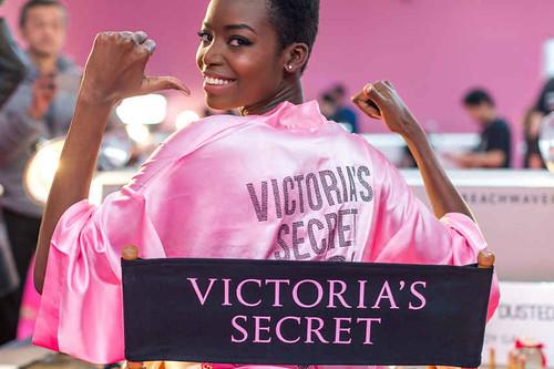 Ángeles de Victoria's Secret se toman la ciudad del amor