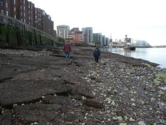 Foreshore consolidation of concrete - remains of industrial activity on the waterfront (Thames Discovery Programme) Tags: thamesdiscoveryprogramme community archaeology london foreshore riverthames nineelms fww17 monitoring