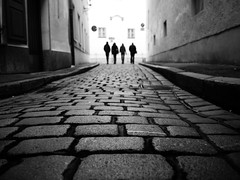 One for all, all for one (Sandy...J) Tags: olympus blackwhite bw streetphotography sw schwarzweis monochrom walking cobblestones silhouette blurred street
