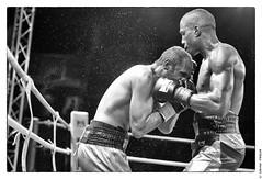 Gala de Boxe 5 mai 2012 : combat Hadillah Mohoumadi entraineur Antoine Farrugia (BCSQY) contre Juan Martinez Bas coach Jorge Sendra Garcia (Barcelone) (Olivier PRIEUR) Tags: boxer boxing boxe boxeur elancourt hadillahmohoumadi bcsqy juanmartinezbas