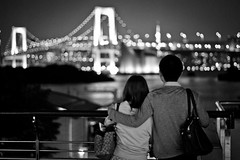 Couple in Odaiba (Marc Gascoigne) Tags: city travel bridge urban love japan night lights tokyo bay blackwhite couple romance odaiba tokyobay rainbowbridge canon7d dblringexcellence tplringexcellence eltringexcellence