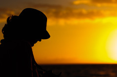 Under the sunset (Ramn Menndez Covelo) Tags: sunset hat silhouette hawaii kauai puestadesol sombrero silueta ocaso