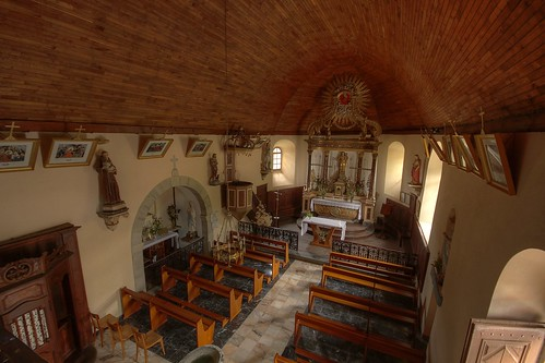 Banios, the church interior