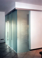 Evoluzione posa 5 (Henry glass | Porte in vetro) Tags: door glass decoration porta mirrored melted vetro slidingdoors sandblasted battente fusione swingdoor decoro scomparsa specchiato henryglass interiordoors sabbiatura scorrevoli porteinterni disappearingdoor