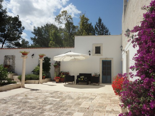 courtyard of villa for sale puglia