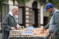 Sales Man with Eggs for Breakfast in the streets of Casablanca, Morocco - VR1W2601 (Raoul Manten) Tags: africa city canon photography photo northafrica morocco digitalcamera casablanca markii eos1ds digitalslrcamera eod1ds raoulmanten