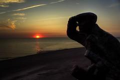 Camperduin / Groet - sunset on the beach (Fr@nk ) Tags: camp camperduin groet schoorl noordholland nederland zee strand duinen beach statue destrandvonder sunset zonsondergang simongutker johnbier frankvandongen mrtungsten62 wwworvilnl nextime krumpaaf interesting interestingness frnk