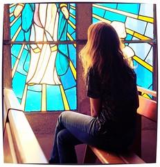Femme dans une église bretonne (mibric) Tags: femme église church woman france bretagne brittany