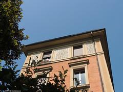 Bologna viale XII Giugno (Paolo Bonassin) Tags: windows italy decoration bologna ornate emiliaromagna decorazione finestre ornatewindows bolognavialexiigiugno