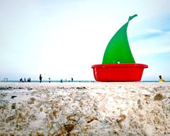 El barquito chiquitito que no saba navegar  The little boat that did not know to navigate #boat #barquito #orilla #shore #beach #playa #beach #water #instabeach #seaside #beachlife #color #colors #red #green #colorful #colour #instacolor #colorgram #quo (IMARCHI) Tags: el barquito chiquitito que no saba navegar  the little boat that did know navigate orilla shore beach playa water instabeach seaside beachlife color colors red green colorful colour instacolor colorgram quote comment life imarchi imarchicom photographer fotografo madrid spain photography photo foto iphone phoneography iphoneography mobile eyeem instagram