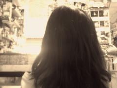 Sobrinita Jimena, ayudándome en la tienda ☺ (Xic Eseyosoyese (Juan Antonio)) Tags: sobrinita jimena ayudándome despachar en la tienda miscelanea es una simpatía y un amor de sobrina mexicana niña méxico abarrotes nikon coolpix s33 cabello espalda infancia feliz su mochila conejo peluche
