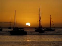 Coucher de soleil sur les Antilles (! Nature Bx !) Tags: dsc06191 paysage marin landscape mer sea france guadeloupe antilles carabes deshaies bateau boat coucherdesoleil sunset backlit
