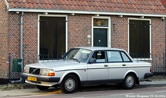 Volvo 240 GL 1988 (XBXG) Tags: ty82bs volvo 240 gl 1988 volvo240 sedan overveen nederland holland netherlands paysbas old classic swedish car auto automobile voiture ancienne sudoise sweden sverige zweden sude zweeds