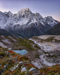 Moraine dawning (Maddog Murph) Tags: moraine dawning dawn sunrise light first river lake mountain mountains himalayan himalayas ght great trail travel adventure fall forest green blue turquoise ngc