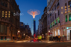 La Navidad aterriza en el Centro de Bilbao (Juan Ig. Llana) Tags: bilbao plazamoya torreiberdrola navidad luminosos alumbrado anochecer ciudad arquitectura edificio carretera zb