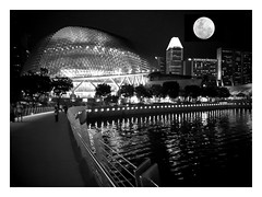 Supermoon #supermoon #Singapore #JubileeBridge #MarinaBay (Edmund @ Shoot SGP) Tags: supermoon singapore marinabay jubileebridge