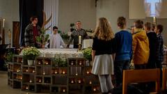 Samen het Onzevader bidden. Het oude onzevader, voor de laatste keer ooit (KerKembodegem) Tags: liturgy onzevader sint erembodegem johan bijbel church kerkembodegem gospels gospel 4ingen christuskoning gezinsvieringen liturgie tenbosgospelsingers geloofsgemeenschap tenbos eucharistie vieringen gospelsingers amandus wwwkerkembodegembe christianity eucharist amanduskerk christus sintamanduskoor koning 2016 zondagsviering bible parochie