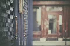 Te hace una pinta? (Graella) Tags: pub bar cerveceria stgermain pars france vintage street urban door puerta