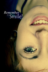 Smile everyday (BrillyGOREhappiness) Tags: girl smile text greeneyes