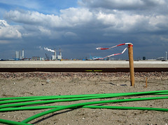Maasvlakte2 (Harry -[ The Travel ]- Marmot) Tags: new urban haven man holland green beach netherlands dutch proud clouds strand port project coast rotterdam sand industrial open wind space empty nederland noordzee wolken windy made cables northsea future land coastline maas groene industrie zone waterway kabels rijkswaterstaat zand kust luchten zuidholland ruimte leeg civilengineering winderig vergezicht leegte toekomst civieletechniek vlakte dutchclouds hollandse toekomstig hollandseluchten waterweg vergezichten handgemaakt reclamed verkeerenwaterstaat wijdsheid industriegebied mv2 mainport tweedemaasvlakte maasvlakte2 maasvlaktetwee opgespoten