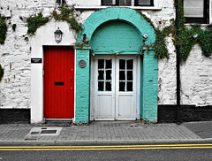 Kinsale Doors (Yellabelly*) Tags: street door ireland irish arch reddoor kinsale countycork doubleyellowlines whitewash
