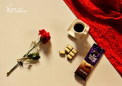 أحياناً تموَت رغَبتنا عن گل من حوّلنا ، ولا نَفعل شيئاً سوَى أن نحّدق في الأشَياء بملل ... (şαpиα ●) Tags: coffee rose canon وردة قهوة كانون شوكلاته